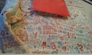Gewitzt gemacht: Eine Stofftasche, die ein Buch über Stofftaschen umhüllt